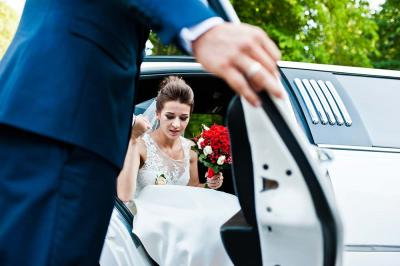 5 Reasons to Hire Luxury Transportation for Your Wedding Day
